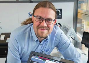 Tore Sjøvaag, daglig leder i Finn Clausen POS Systemer AS, er klar for kassaloven og oppfordrer alle til å bytte kassaapparat i god tid.